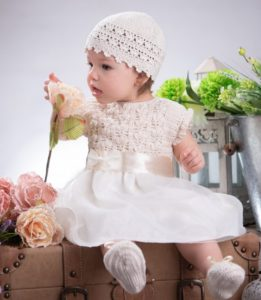Komplet do chrztu dla dziewczynki, koronka z delikatną tkaniną
